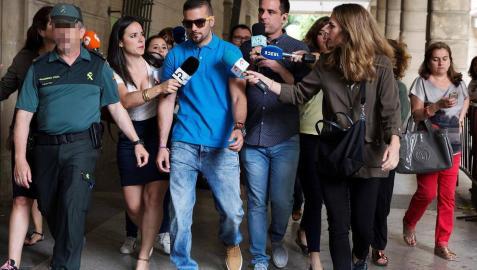 Los integrantes de 'La Manada' se han presentado este lunes por la mañana ante el juzgado de guardia de Sevilla.