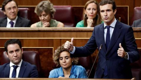 El PSOE espera que la dimisión de Montón ponga el foco sobre Pablo Casado