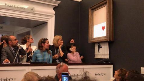 Una obra de Banksy se autodestruye al ser subastada