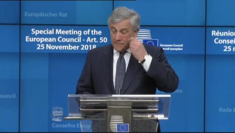 El gesto de Tajani en Bruselas contra la violencia machista