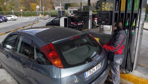 Concesionarios y gasolineras, cautos ante la prohibición de la gasolina y el diésel