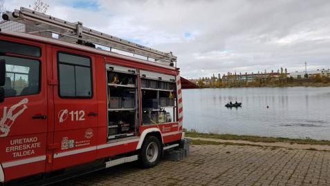 Cinco bomberos heridos al volcar en Ballariain el camión en el que iban a apagar un incendio