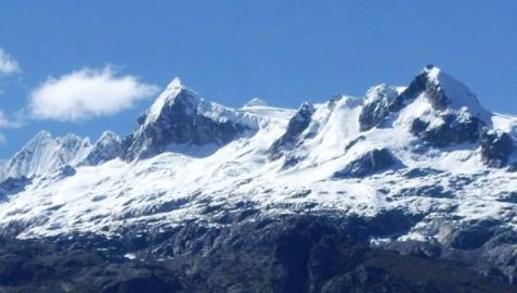 Mueren tres montañeros españoles y su guía en una avalancha en Perú