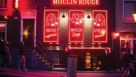 Nuevas reglas en el Barrio Rojo de Ámsterdam: no fotografiar ni mirar a las prostitutas