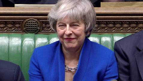 La primera ministra Theresa May, durante la moción de censura a la que se ha visto sometida.