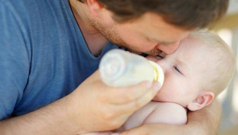 El número de permisos de paternidad no aumenta a pesar de la ampliación