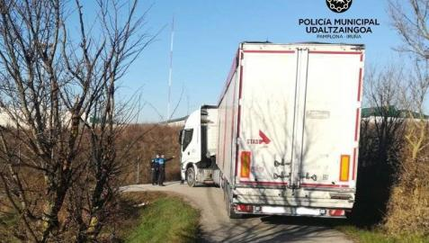 El chófer jubilado que rescató el camión atascado