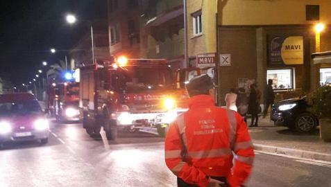Alarma en Los Arcos tras incendiarse un edificio de siete plantas