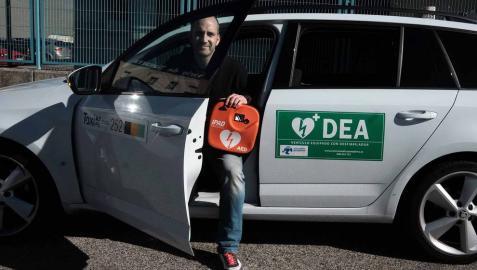 Daniel Ayechu Huarriz, conductor del primer taxi de Navarra equipado con desfibrilador.