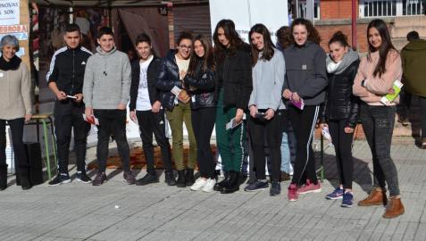 Estudiantes premiados en el IES Barañáin por su trabajo en el proyecto solidario del centro