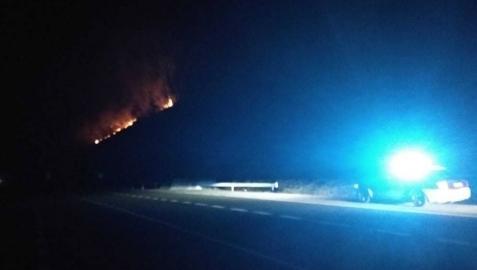 El incendio que ha obligado a cortar la N-121 a la altura de la localidad de Berroeta.