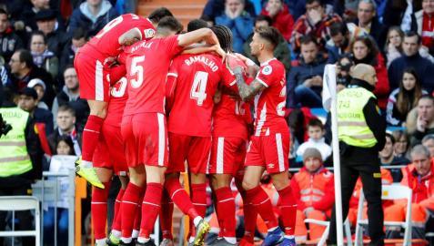 Los jugadores del Girona celebran el primer gol conseguido ante el Real Madrid.