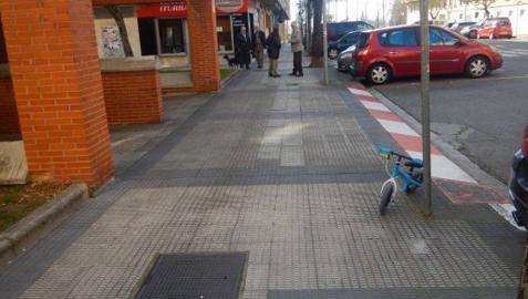 Atropellado un niño en Pamplona por un coche que salía de un aparcamiento
