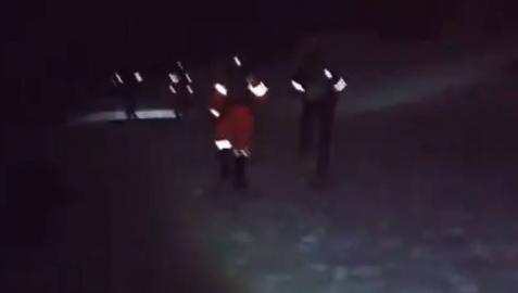 Bomberos, durante la operación de rescate.