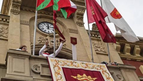 Ganuza recuerda a Leoz su doble responsabilidad con las banderas