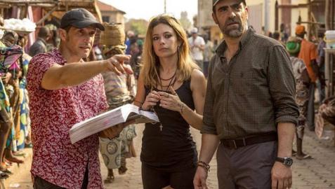 Luis Tosar y Anna Castillo, durante el rodaje de 'Un mundo prohibido', con Salvador Calvo.