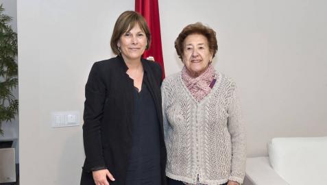Uxue Barkos y Lucía Odria, en el despacho presidencial.
