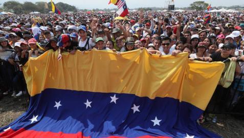 Conciertos a favor y en contra de Maduro en medio de tensión en la frontera