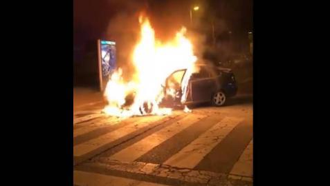 Arde un coche en marcha la noche del domingo en Mendillorri