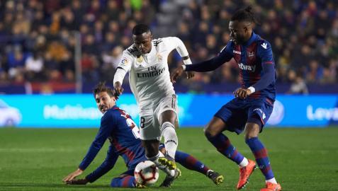 Doukouré se lesionó el ligamento de la rodilla en el penalti a Casemiro