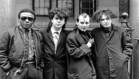 Andy Anderson, a la izquierda, cuando era batería de The Cure.