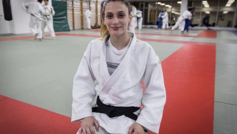 La judoka navarra Saioa González, en las instalaciones del Club Natación Pamplona donde suele dar clases.