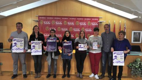 Representantes municipales y de colectivos feministas de Tafalla en la presentación del programa.
