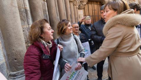 La madre de Izan pide a la presidenta Barkos el medicamento para su hijo