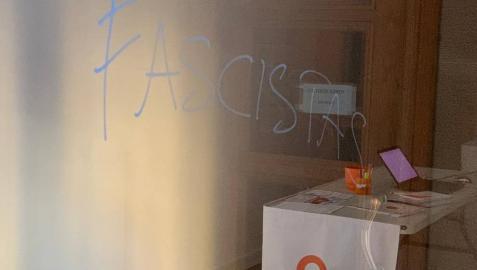 Aparecen pintadas con insultos en la sede de Ciudadanos Navarra