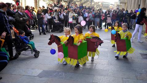 Carnaval escolar en el 'Viernes flaco' de Tafalla