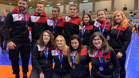Ocho medallas y título para el Club de Lucha Burlada