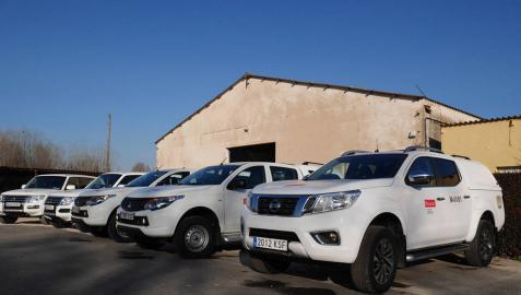Los nuevos vehículos, en el parking de la sede de la demarcación central en la finca de Miluze en Pamplona.