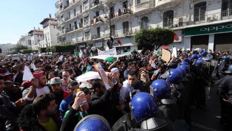 Buteflika ignora las protestas y presenta su candidatura a la reelección en Argelia