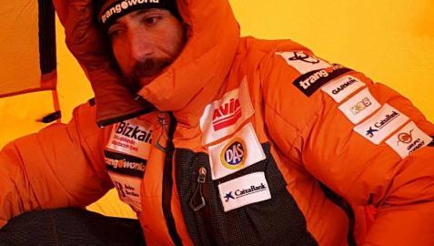Txikon equipa hasta los 7.850 metros en el Everest y regresa al campo base