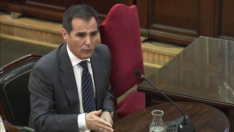 El Gobierno ofreció a Puigdemont votar en la calle para evitar el 1-O