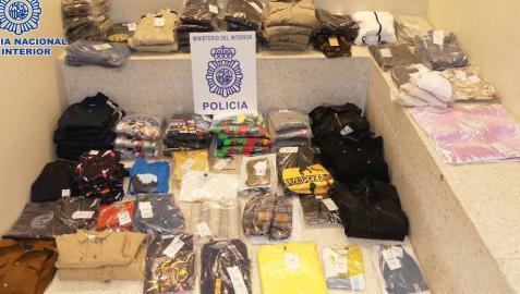 Las prendas de ropa incautadas en Logroño por la Policía Nacional.