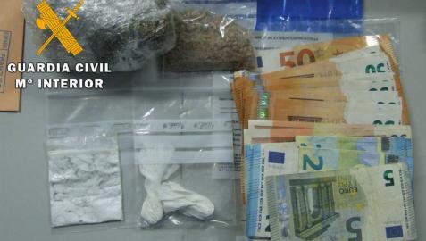 La Guardia Civil detiene a dos personas en Valtierra por tráfico de drogas