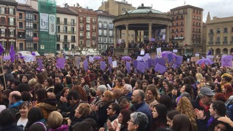 Concentración en la plaza del Castillo de Pamplona por el Día de la Mujer