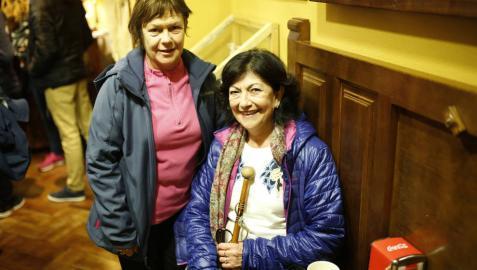 Asun García Ruiz y Lucía Torrellas Sesma, peregrinas de Castejón, este domingo en Javier.