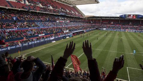 El Sadar se rinde ante el equipo femenino de Osasuna