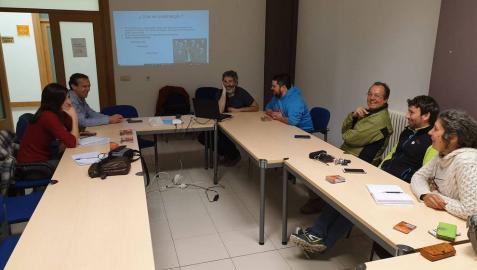 Participantes en la sesión de tuiteros de la zona de Irati-Orreaga que tuvo lugar ayer por la tarde en la casa de cultura de Burguete.