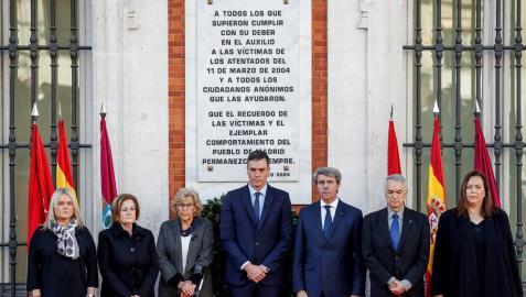 Una corona de laurel homenajea a las víctimas del 11-M quince años después
