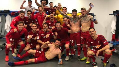 El vestuario de Osasuna celebra la victoria en Málaga