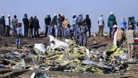 Recuperan la caja negra del avión que se estrelló en Etiopía