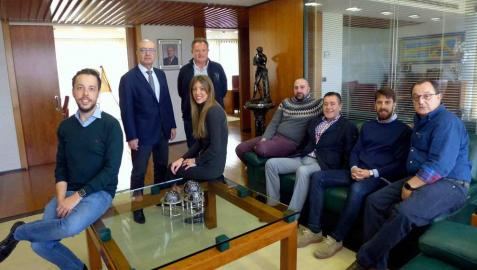 Grupo Enhol recibe el premio de empresa familiar de Adefan