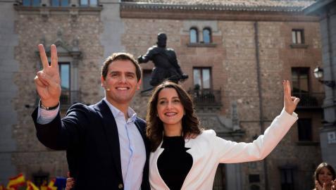 Rivera y Arrimadas, en la plaza de la Villa de Madrid.