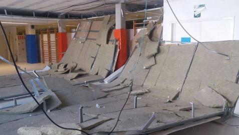 Se desprende parte del techo en el Colegio Público Patxi Larrainzar