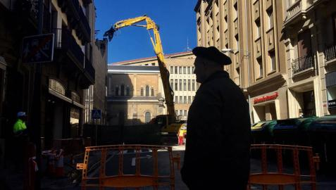 Comienza el derribo del edificio de los cines Carlos III de Pamplona