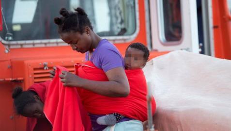 Rescatados más de 550 inmigrantes a bordo de 21 pateras este sábado en las costas españolas