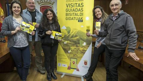 Desde la izquierda, Laida Ansorena (Nahiaz), Mikel Ramos (Navark), la técnica municipal  Andrea Rodríguez, la edil Marta Astiz y Xabier Larreta (CETE) durante la presentación del programa.